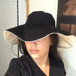 Accessories - NWOT reversible Floppy hat